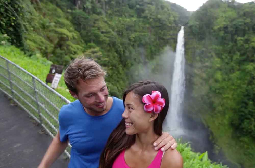 10 Waterfalls in Hawaii That'll Take Your Breath Away